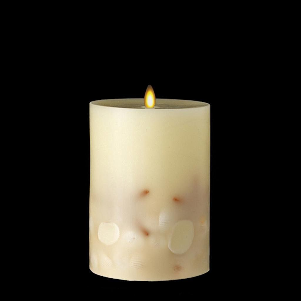 "Liown 36075 - 7"" Ivory/Sea Shell LED Wax Battery Operated Pillar Candle with Timer"